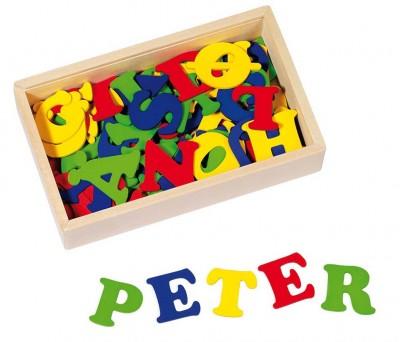 Holzbuchstaben in Holzkiste